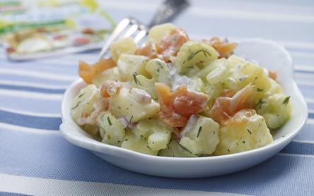 Kapros krumplisaláta füstölt lazaccal