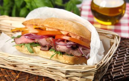 Piknik szendvics marhasülttel