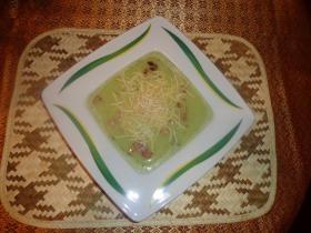 Brokkoli krémleves szalonna chipssel, és dióval
