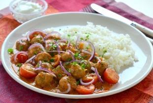 Indiai húsgombóc curry koktélparadicsommal