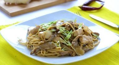 Szecsuáni csirke laskagombával és pirított tésztával
