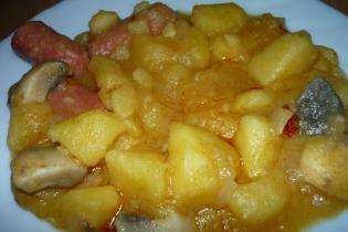 Paprikás krumpli gombával és virslivel