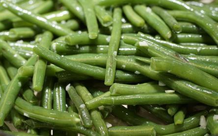 Zöldbabfőzelék sült virslivel