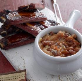 Fokhagymás majonézes sült bab, BBQ bordákkal