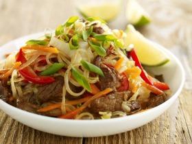 Ázsiai tészta marhahússal és káposztával