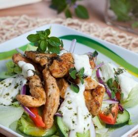 Görög húsos saláta