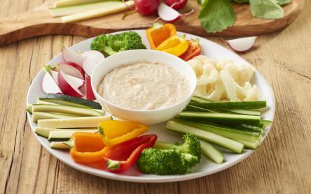 Friss zöldségrudak túrós majonézes mártogatóssal