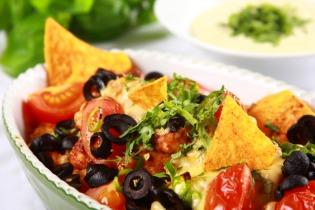 Nachos pulykával és zöldségekkel
