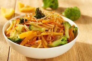 Pirított tészta zöldségekkel