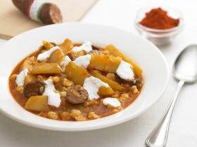 Paprikás krumpli nokedlivel és kolbásszal
