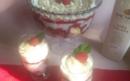 Kókuszos-málnás trifle