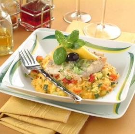 Tengeri hal zöldséges rizságyon