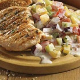 Fűszeres pulykasteak grillezve, ropogós nyári zöldsalátával