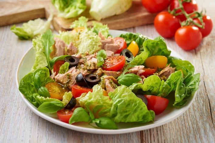 Paradicsomos tonhal saláta