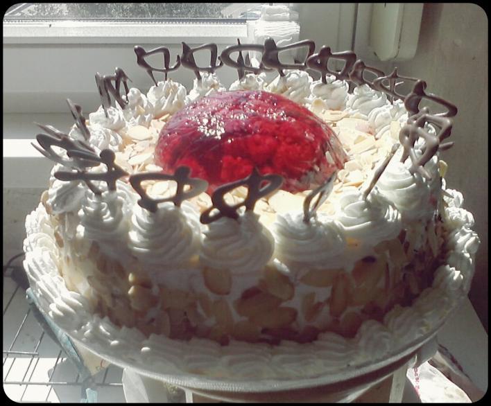 Kata málnás tortája