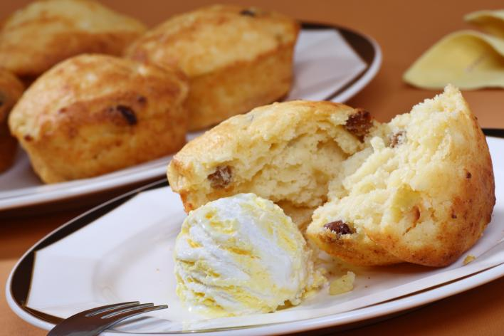 Almás-túrós muffin madártej jégkrémmel