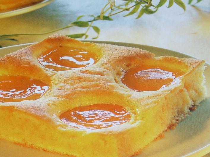 Sárgabarackos, tejfölös sütemény
