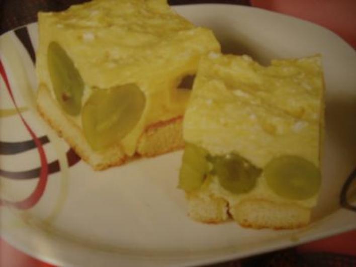 Túrós-gyümölcsös rakott piskóta sütés nélkül