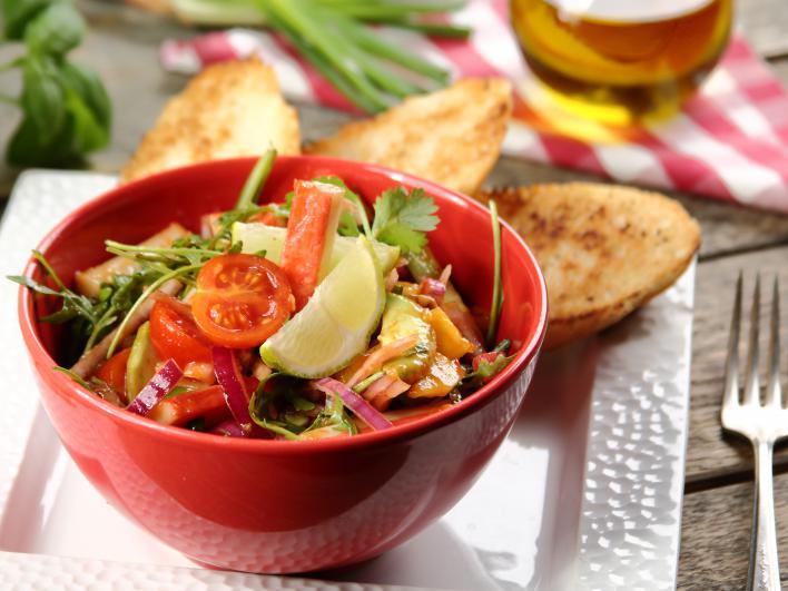 Saláta avokádóval és surimivel