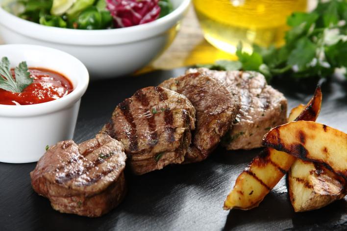 Zöldfűszeres-citromos bélszín steak