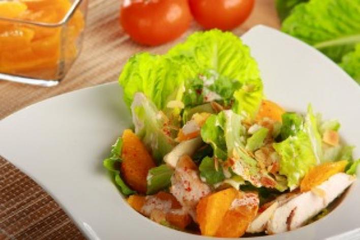 Saláta csirkével és mandarinnal