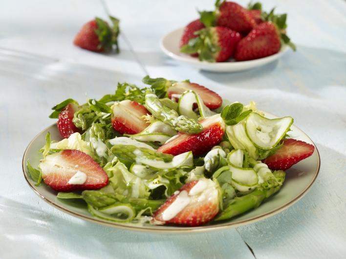 Májusi saláta eperrel és spárgával