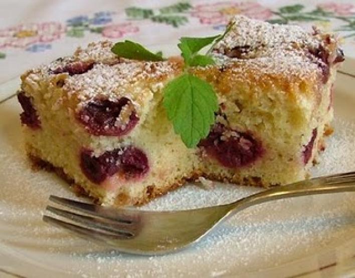 Meggyes poharas süti