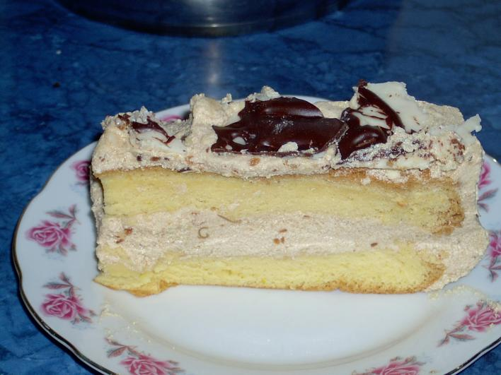 Karamellkrémes tortaszelet