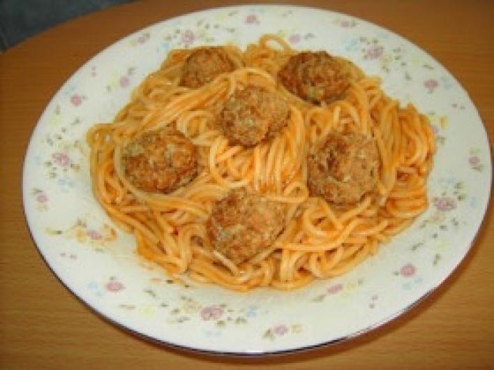 Suzy és Tekergő mesebeli spagettije húsgombócokkal
