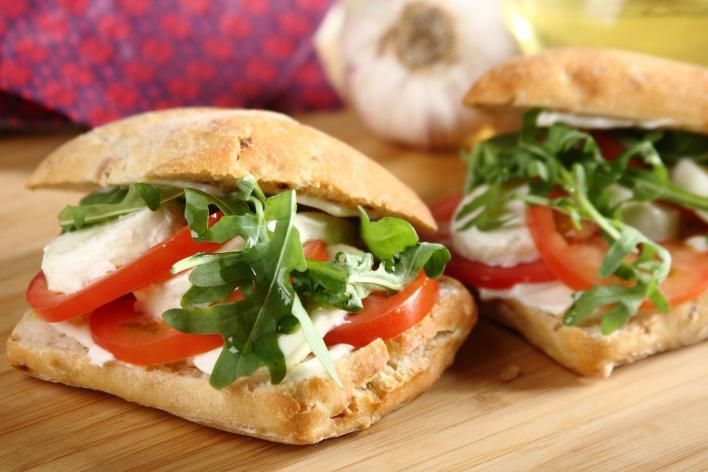Paradicsomos, mozzarellás szendvics