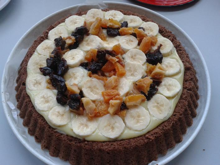 Csokis-vaníliás, banános, aszalt gyümölcsös torta