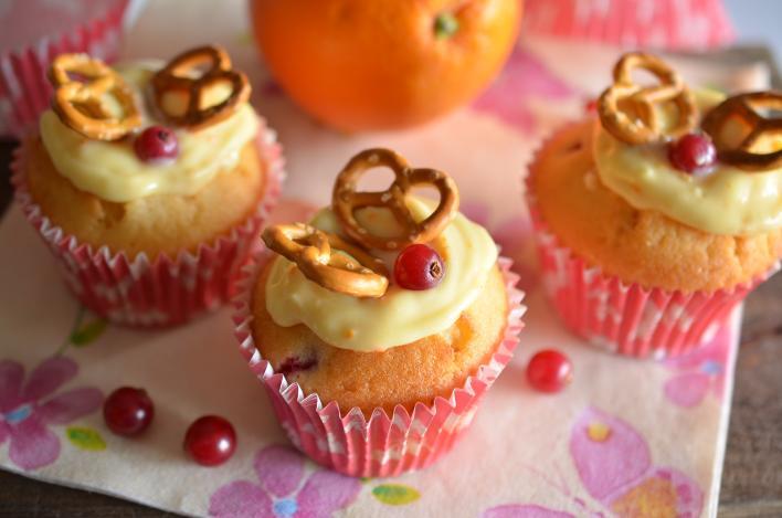 Ribizlis, narancskrémes pereclepkés muffin
