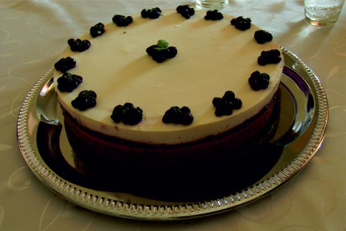 Áfonyás-joghurt torta