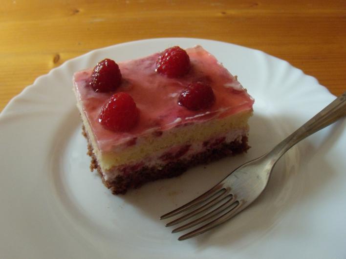 Joghurtos, málnás süti