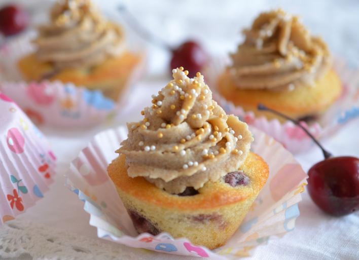 Meggyes-gesztenyekrémes muffin