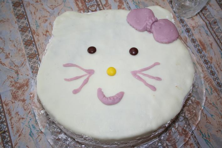 Hello Kitty feketeerdő torta